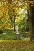 Autumn View with scilpture in old Pavlovsk Park — Stock Photo