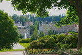 Marienbad - view trough lush to Fountain And Colonnade -Czech re — Stock Photo