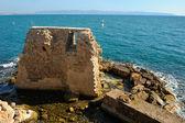 Resterna av fästningen väggar av tunnland — Stockfoto