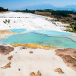 Turquoise water travertine pools at pamukkale — Stok fotoğraf