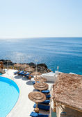 Swimming pool of luxury hotel by the sea — Stock Photo
