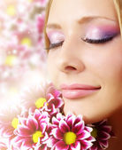 Beauty face of woman with chrysanthemum — Stock Photo