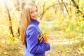 Portrait of a beautiful girl in autumn forest — Stock Photo