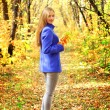 Portrait of a beautiful girl in autumn forest - Stockfoto