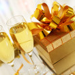 Glasses of champagne with gift box — Photo