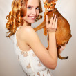 Girl with Abyssinian cat — Stock Photo