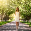Girl walking in the park — Stockfoto