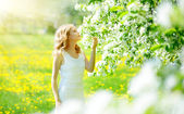Young girl near the apple tree — Stock Photo