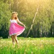 Attractive girl on a green meadow — Stock Photo