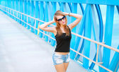 Portrait of a beautiful fashionable girl in sunglasses — Stock Photo