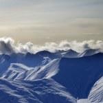 montagnes enneigées en soirée — Photo
