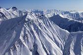 Karlı yamaçları dağ — Stok fotoğraf