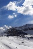 Güneşli bir gün dağda kar — Stok fotoğraf