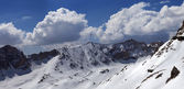 Panorama of snowy mountains in nice day — Stockfoto
