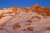 Sunrise in snowy mountains — Foto de Stock