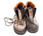 Paar schmutzige alte trekkingschuhe — Stockfoto