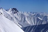 Snowy winter mountains in haze — Foto de Stock