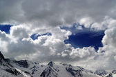 Snowy mountains in beautiful clouds — Foto Stock