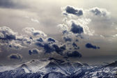 Evening mountains and cloudy sky — Stock fotografie