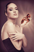 Puedes tomar mi corazón lejos. retrato dramático femenino — Foto de Stock