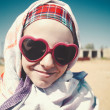 Under the bright desert sun, female funny portrait - Foto Stock