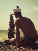 Sulla spiaggia. cartolina postale estate stilizzato retrò per il vostro disegno — Foto Stock