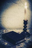 Bibeln på skrivbordet — Stockfoto