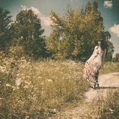Woman walking on the meadow — Stockfoto