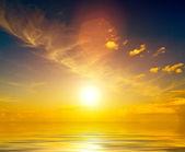 Zachód słońca na wybrzeżu morza — Zdjęcie stockowe