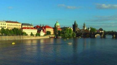 Vltava river and Charles Bridge in Prague — Stock Video