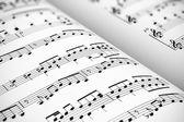 Hudba na notovém papíře — Stock fotografie