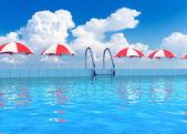 トロピカル リゾートのプール — ストック写真