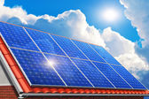Solar panels on house roof — Stockfoto