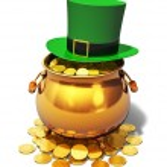 Pot of Gold and green Leprechaun hat — Stock Photo