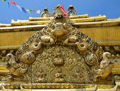 золотая статуя — Стоковое фото