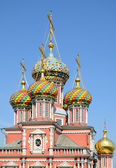 Multi-coloured cupolas of russian orthodox church — Stock Photo