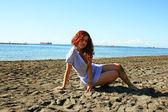 Mulher na praia — Foto Stock