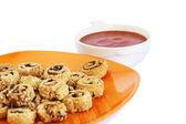 Сухари с кунжутом, оливки и соус — Стоковое фото