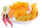 Nachos, guacamole a sýrovou omáčkou, zelenina — Stock fotografie