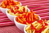 Pommes frites mit ketchup — Stockfoto