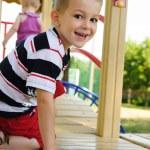 lycklig pojke på lekplats — Stockfoto