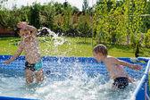 Two boys splashing — Stock Photo