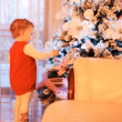 Little girl decorating christmas tree — Photo
