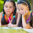Hispanic sisters drawing in summer park — Stock Photo