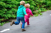 Little brother and sister running — Stock Photo