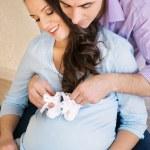 felice giovane coppia incinta — Foto Stock #36202445