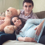 heureux jeune couple enceinte — Photo #36202809