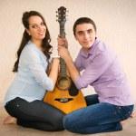 felice giovane coppia incinta — Foto Stock #43954107
