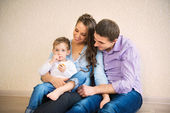 Retrato de familia feliz — Foto de Stock