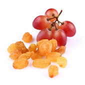Raisins with grapes — Stock Photo